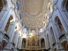 Innenraum Kirchenschiff mit Orgel