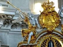 Engel mit goldener Verzierung