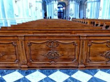 Bankreihen Kirche