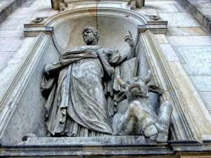 Skulptur an der Frauenkirche Dresden