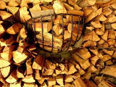 Holzscheitel aufgestapelt