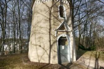 Koenig-Albert-Turm Weinböhla Eingang Tür Fenster Gitter