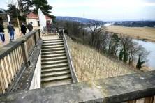 Lingnerschloss Treppen Weinberge Elbe