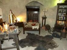 Schlafzimmer und Werkstatt Bett Bärenfell