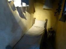 Kleines altes Bett Kammer Hocker
