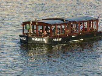 Moldau Touristen Fluss Boot