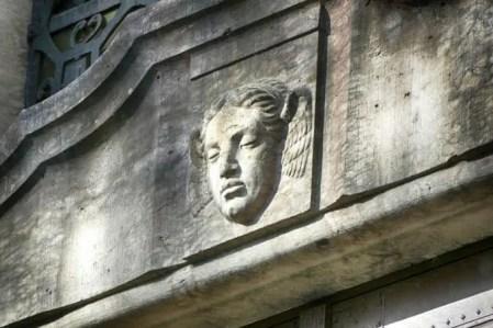 Wandbild ruhendes Gesicht Urnenhain TOlkewitz Krematorium