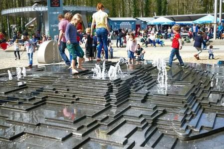 Wasserspiel im Saurierpark