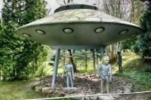 UFO Besatzung begrüßt die Menschen