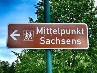 Schild Mittelpunkt Sachsen