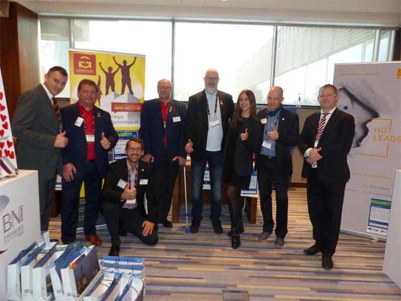 Das komplette Global-Convention-Team v.l.n.r. Jens Fiedler, Dirk Eckart, Frank Zwoboda, Walter Stuber, Andreas A. Müller, Dolmetscherin Daria Slobodianiuk, Bert Siegel und Peter Dyroff