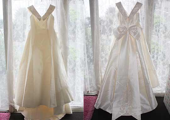 襟元が可愛らしく印象的なウエディングドレス