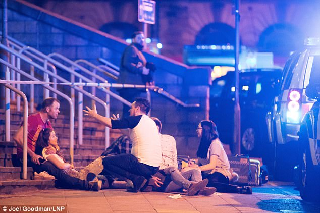 https://i0.wp.com/www.dreuz.info/wp-content/uploads/2017/05/40AE589500000578-4532374-Concert_goers_and_witnesses_have_described_the_chaos_after_huge_-a-69_1495501098428.jpg