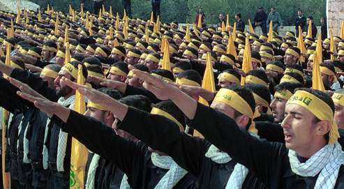 Salut nazi des Miliciens du Hezbollah libanais.
