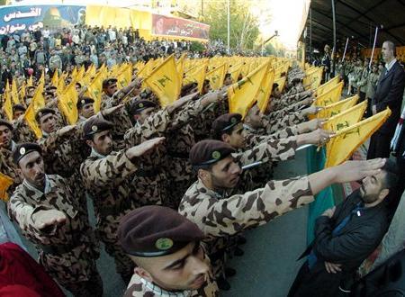 Salut nazi des Miliciens du Hezbollah libanais
