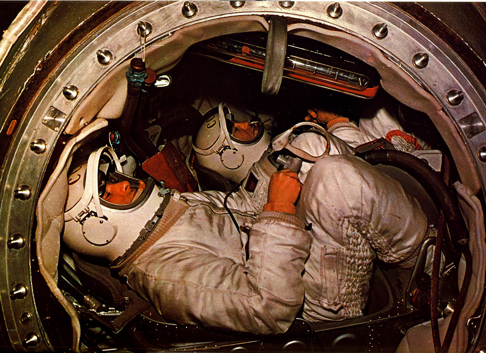 Voskhod 2 - (18-19.03.1965) Voskhod_2_crew_cabin