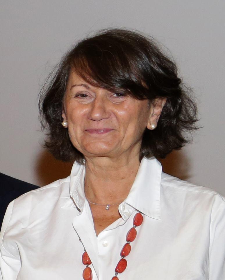 Dra. Montserrat Manubens