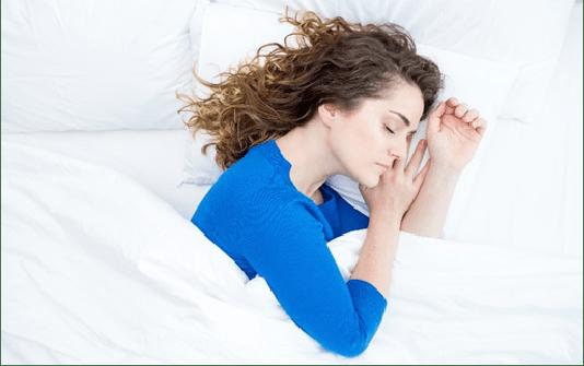 Tidur Miring Menyebabkan Hidung Bengkok?