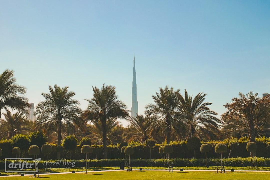 Der Burj Khalifa tront über der Stadt