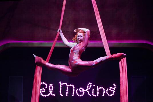 katya acrobatic performance at El Molino Poble Sec Barcelona