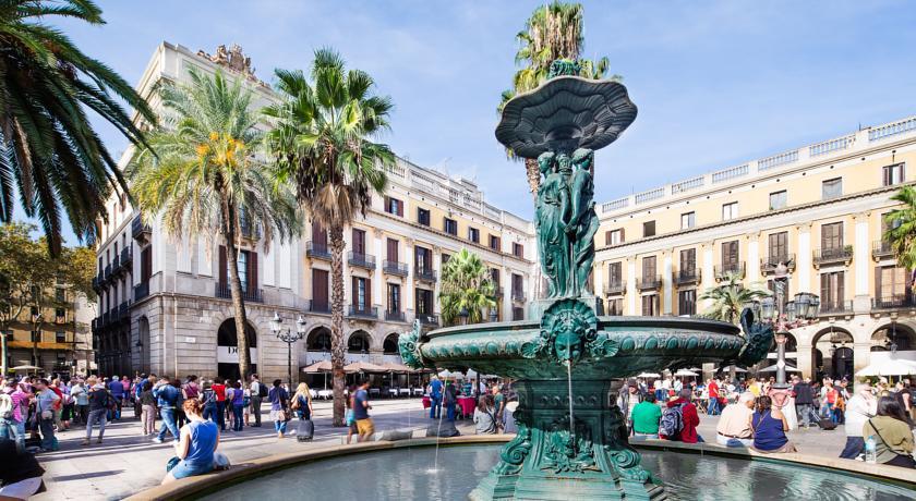 Hotel Do Placa Reial near Las Ramblas Barcelona