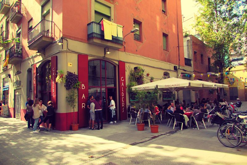 Trendy Foodie Street of Carrer Parlament in Sant Antoni Barcelona_opt