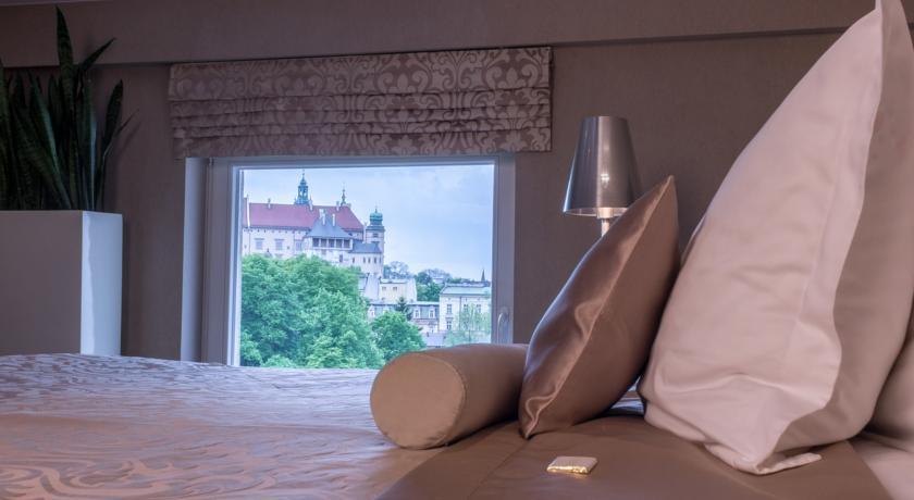 queen-boutique-hotel-krakow-with-views-of-wawel-castle