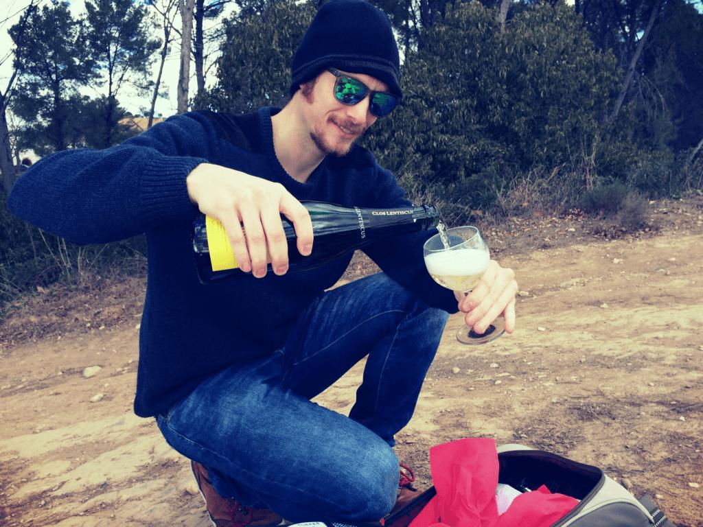 ben-holbrook-drinking-cava-in-a-vineyard-in-penedes-barcelona