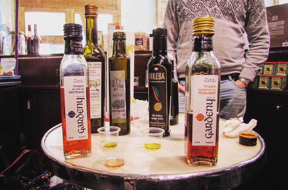 Olive oil tasting in the Santa Caterina Food Market in Barcelona - Barcelona Food Sherpa Market Tour and Home Dining Experience