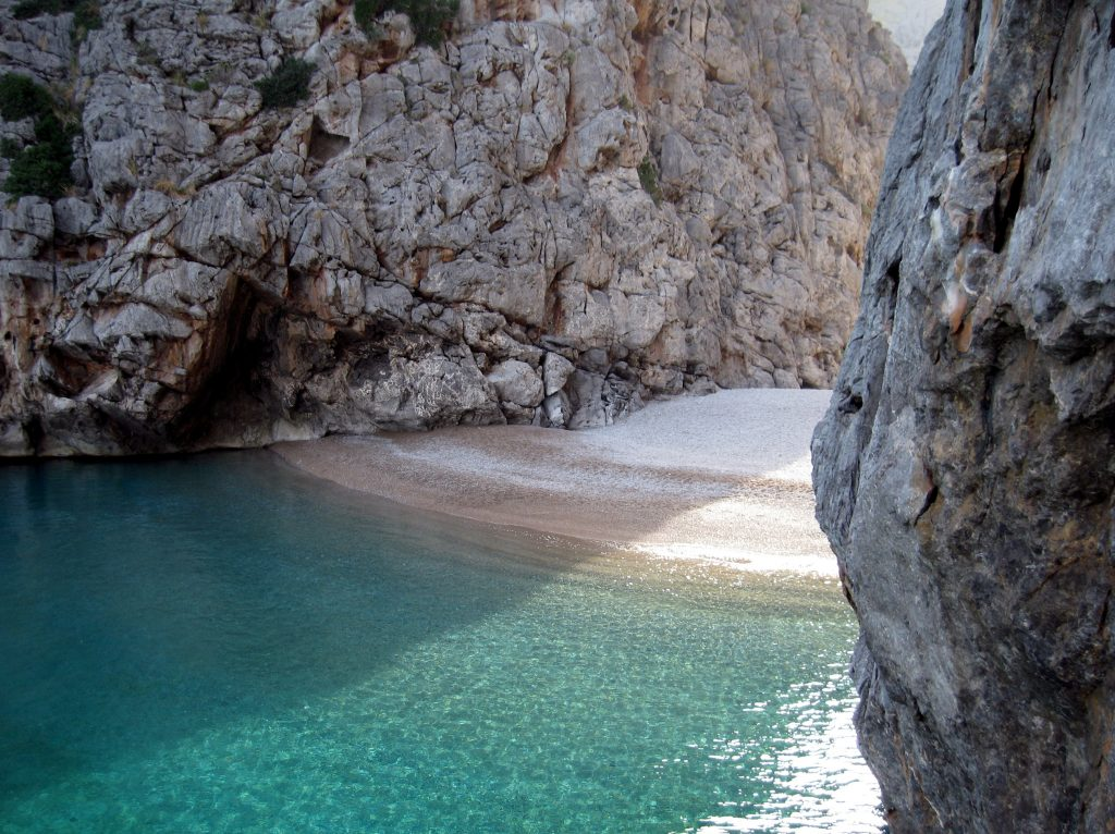 Torrent_de_Pareis_Secret Beach Cove MallorcaTorrent_de_Pareis_Secret Beach Cove Mallorca