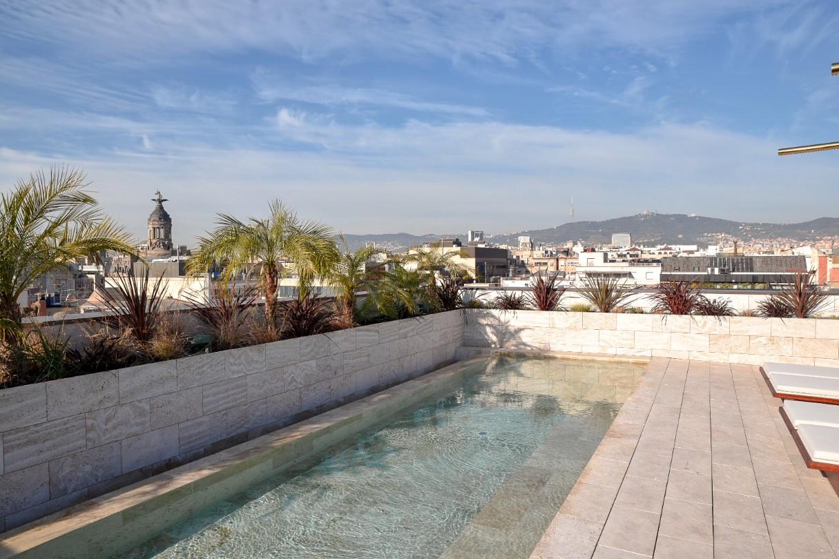 Hotel Almanac Barcelona rooftop pool