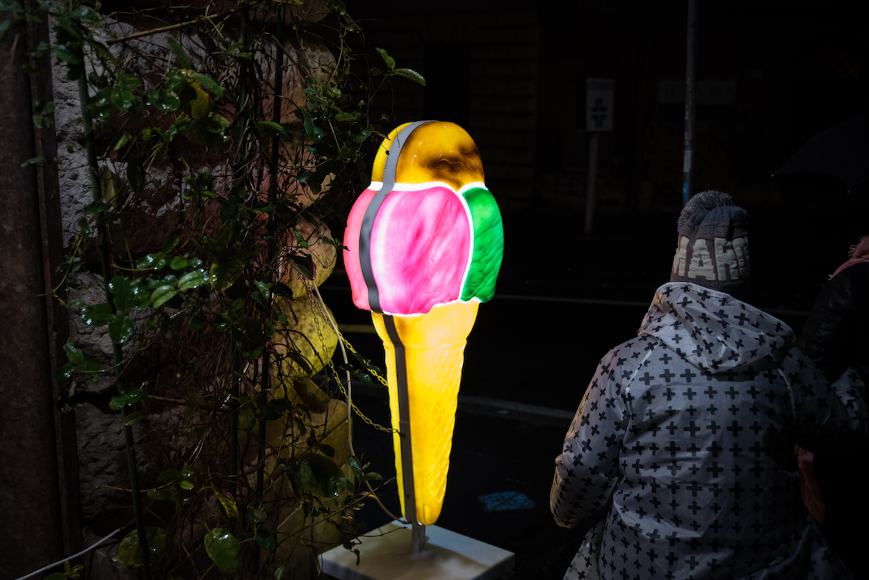 An illuminated ice cream / gelato sign in Rome - by Ben Holbrook