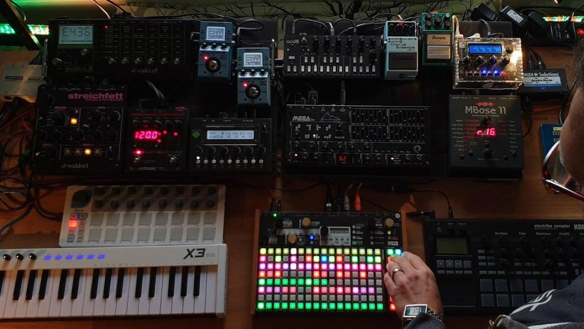 Hypnotic deep tech jam with Deluge, MegaFM, Acid8, Micromonsta, Mbase11, Shruthi, Pulse2…