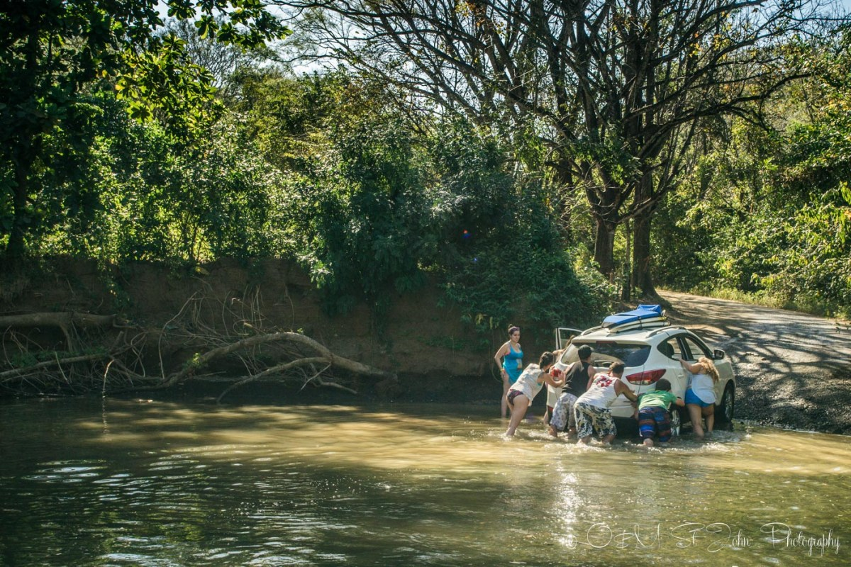 Costa Rica travel tips: Car stuck in a river in Costa Rica