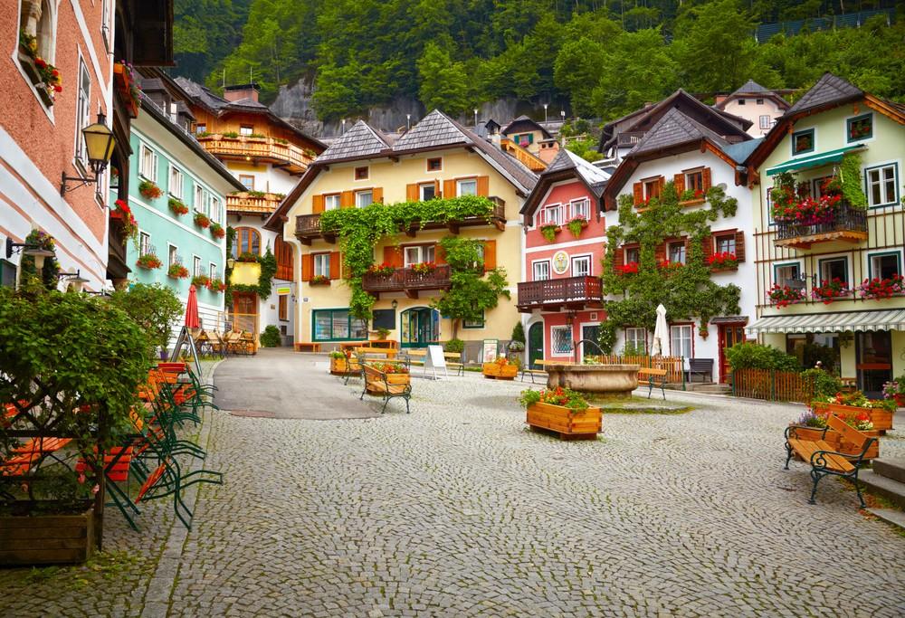 drinkteatravelcom-town_square_in_hallstatt-57595935ac94d