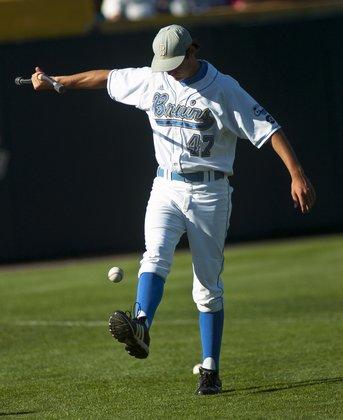 Trevor Bauer demonstrating rhythmic stabilization preparation work for pitchers