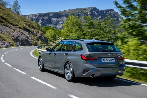 small resolution of as standard the 3 series touring will get an 8 speed sports automatic transmission bmw s all wheel drive system xdrive plus parking assistant including
