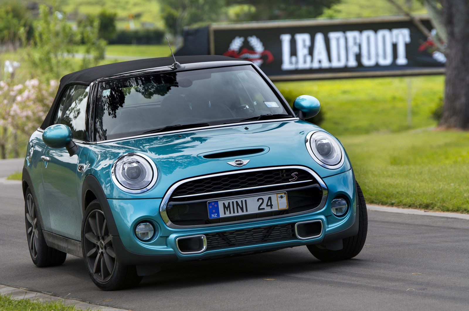 hight resolution of the performance cooper s is priced from 53 990 with my model specced up to cost 58 200 including a sports six speed automatic transmission and the