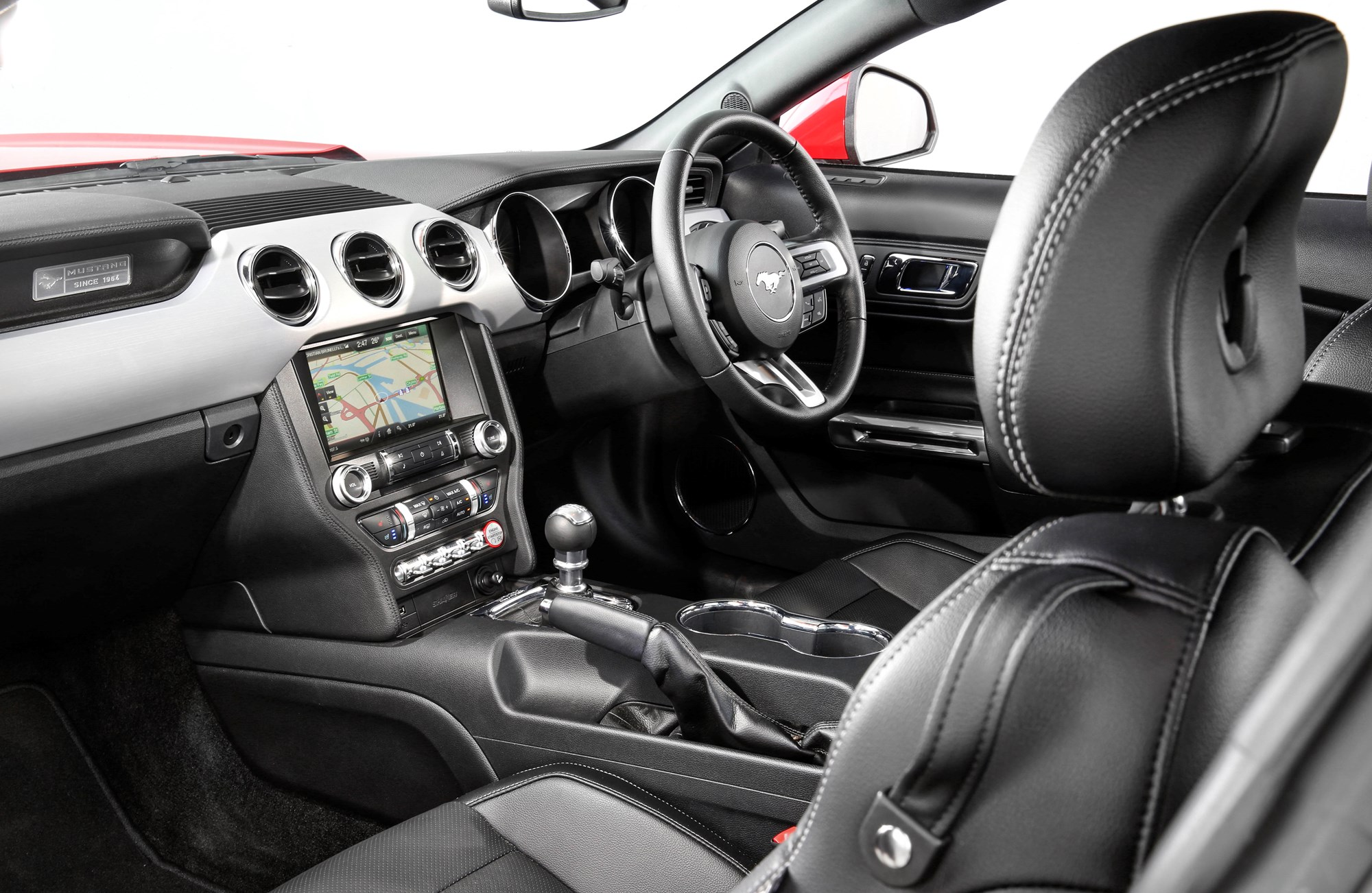 hight resolution of the interior of the ford mustang coupe