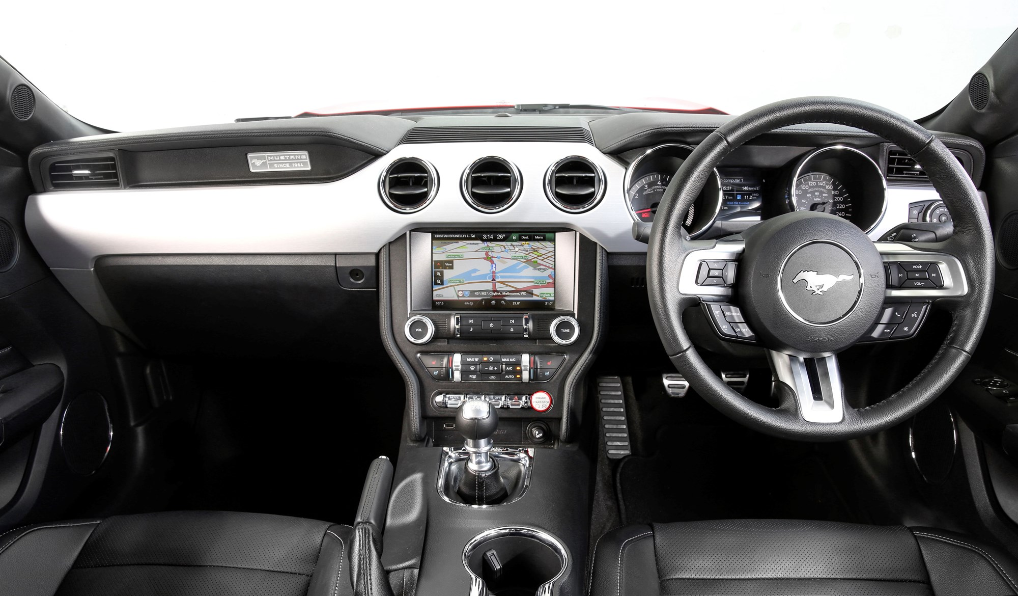 hight resolution of the dash of the ford mustang gt