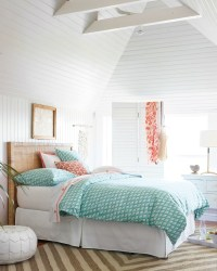 Ideas for How to Decorate the Space Above Your Bed ...