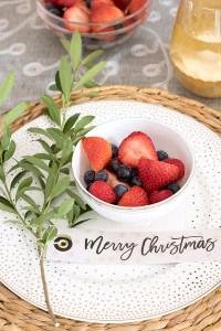 Simple Ideas for Decorating a Christmas Brunch Table ...