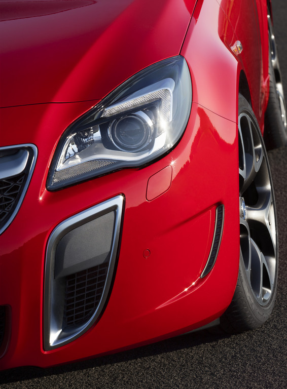Opel Insignia OPC Sports Tourer Rood Brembo 2014 05