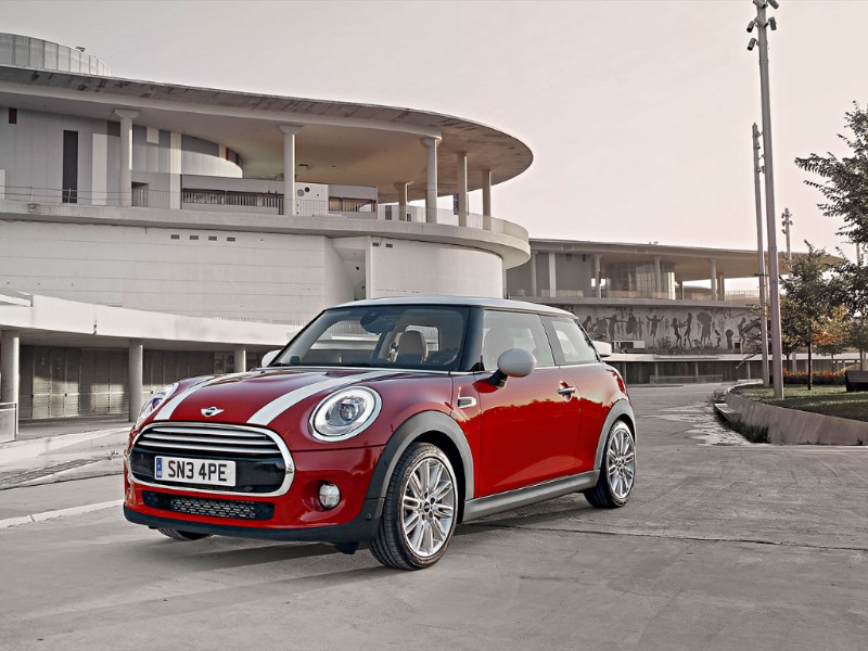 Mini Cooper rood geel wit striping 2014 51