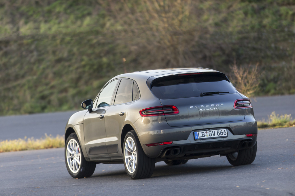 Porsche Macan Turbo 2014 02