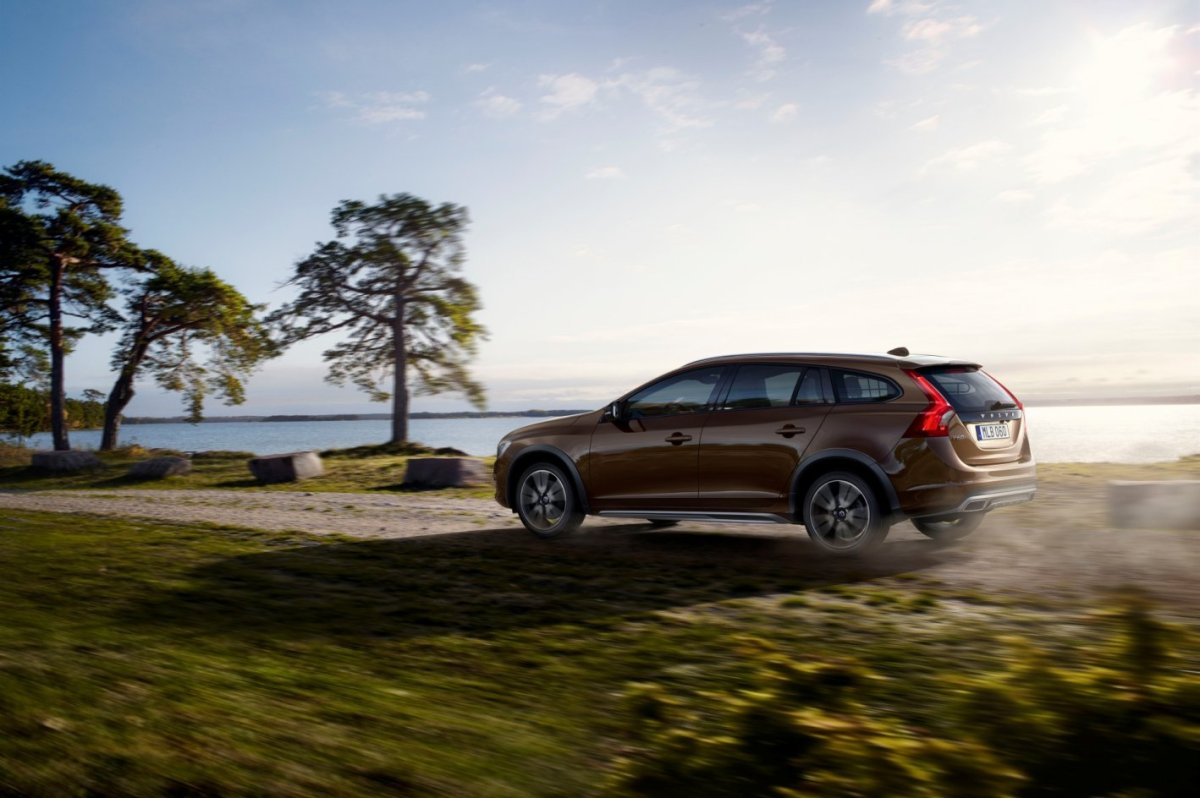 Volvo V60 Cross Country bruin wit AWD Drive-E 2015 07