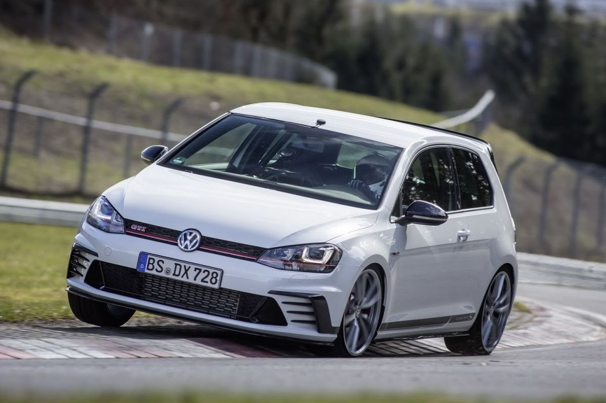 Volkswagen Golf GTI Clubsport S Nuerburgring record 2016 2017 12