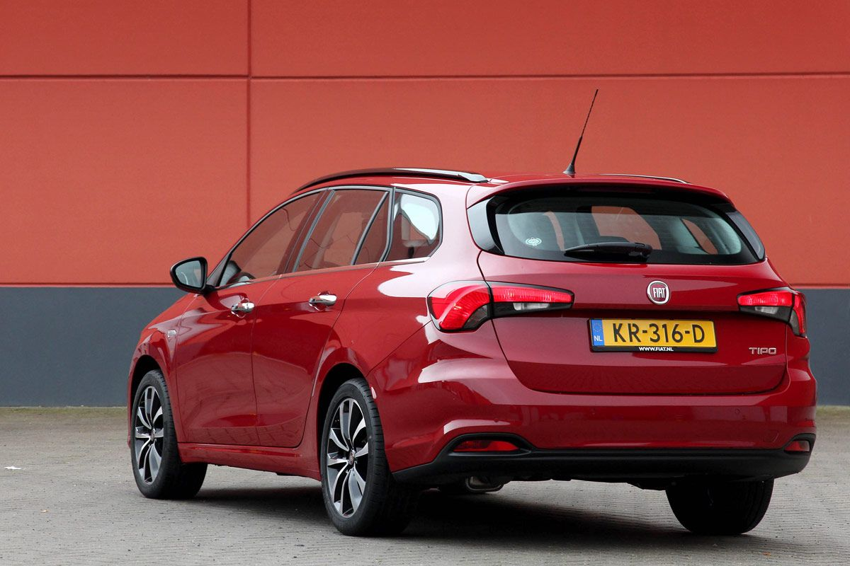 fiat-tipo-business-lusso-hatchback-stationwagon-2017-10