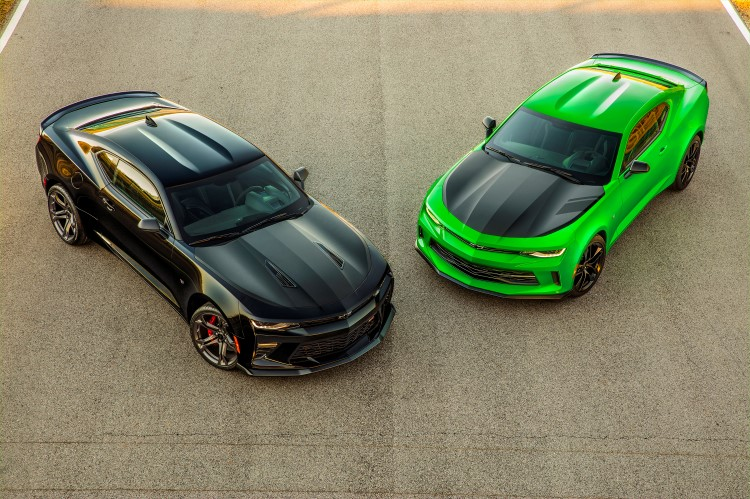 The Chevrolet Camaro 1LE performance package returns for 2017, poised to set new benchmarks for attainable track performance. The package builds off the success of the previous-generation 1LE, offering increased handling and track performance. In response to customer demand, Chevrolet will offer two distinct 1LE packages, for both V6 and V8 models, each visually distinguished with a satin black hood, specific wheels and more. (Vehicles shown with optional black Chevrolet bowtie accessories and concept green color on LT model.)