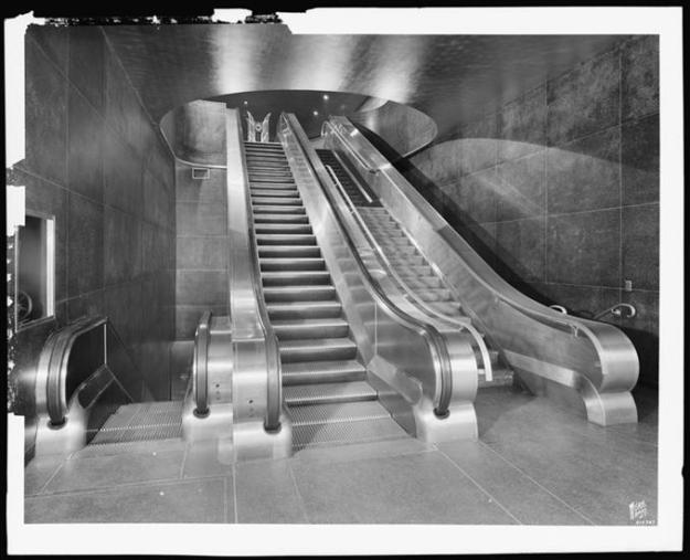 Escalator to the rotunda.